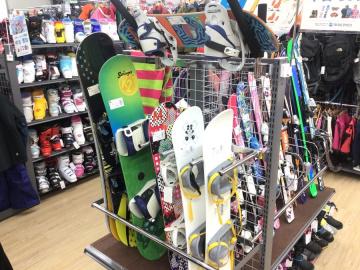 「スポーツ用品のスキー 」