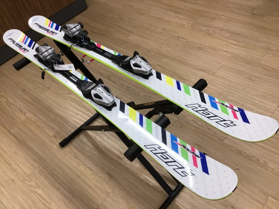 スキーのショートスキー