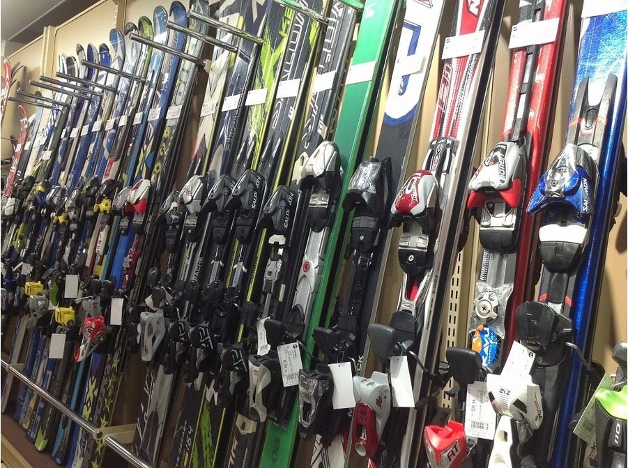 スキー用品まだ在庫ございます!!お探しの方はお早めにトレファクスポーツ青葉台店まで!!