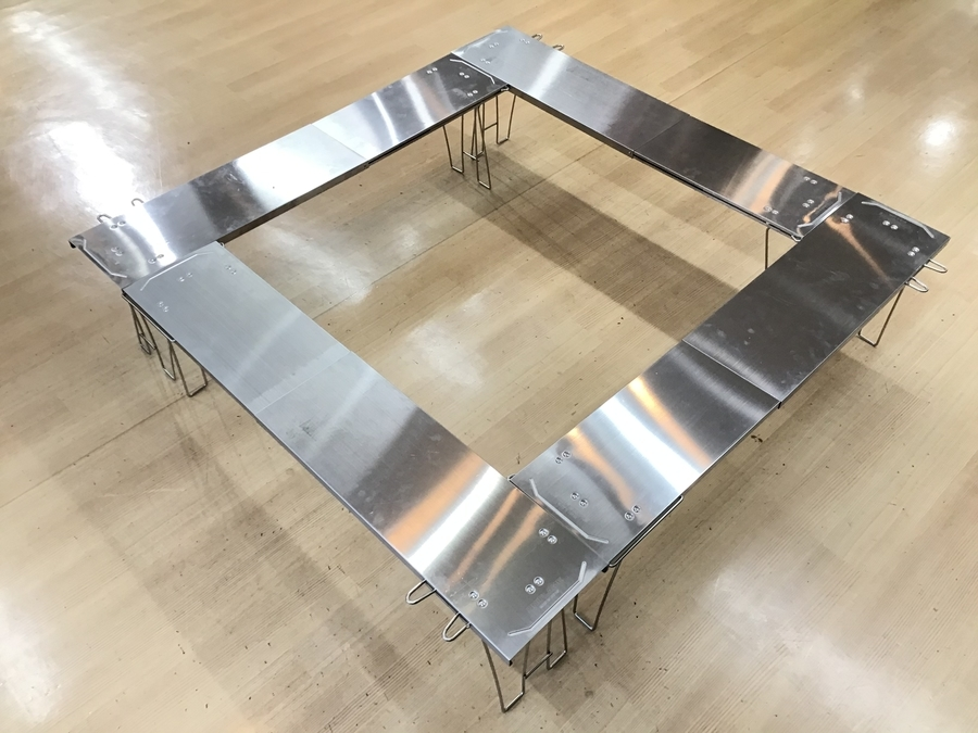 バーベキュー用品のテーブル
