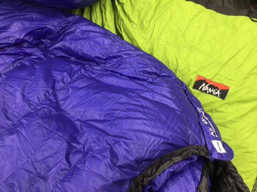 キャンプ用品の寝袋 シュラフ