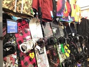 お買い得な中古スノーボード多数あります!今年はMYボードでゲレンデへGO!