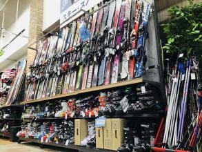 当店にあるオススメのスキー板をご紹介!!