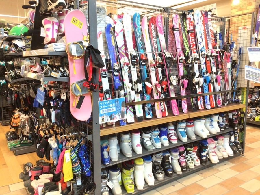 中古スキー・スノーボード用品コーナー拡がりました!ウィンタースポーツ用品の販売・買取を行っています!!