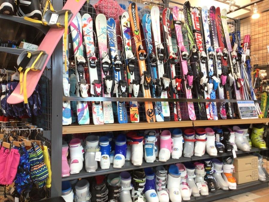 スキーコーナー拡張!!ウィンタースポーツ用品を買うのも売るのもトレファクスポーツ三芳店にお任せください!