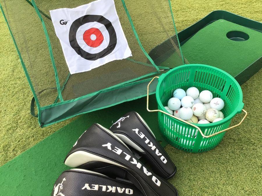 ゴルフウェアのキャディーバッグ