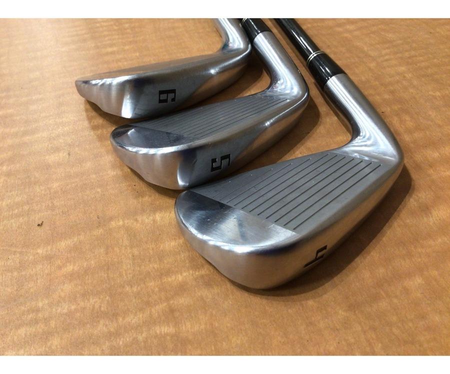 ゴルフウェアのゴルフ用品
