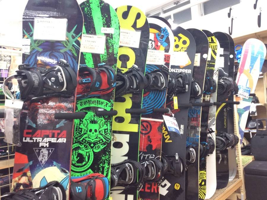 【TFスポーツ柏】中古スノーボードが60本以上展開中!!【中古スノーボード】