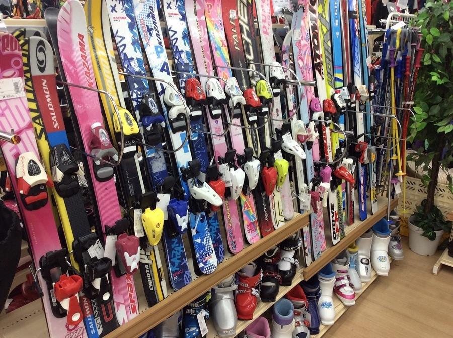 【スポーツ柏】中古のキッズスキーの板やウェアをお探しなら!!