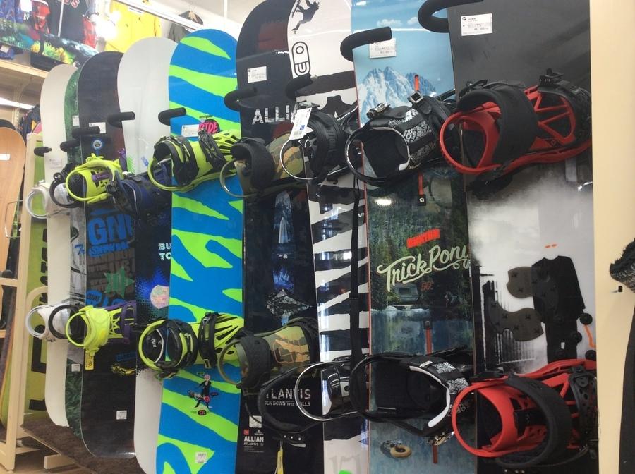 スノーボード用品を売るのも買うのも今がチャンスです!