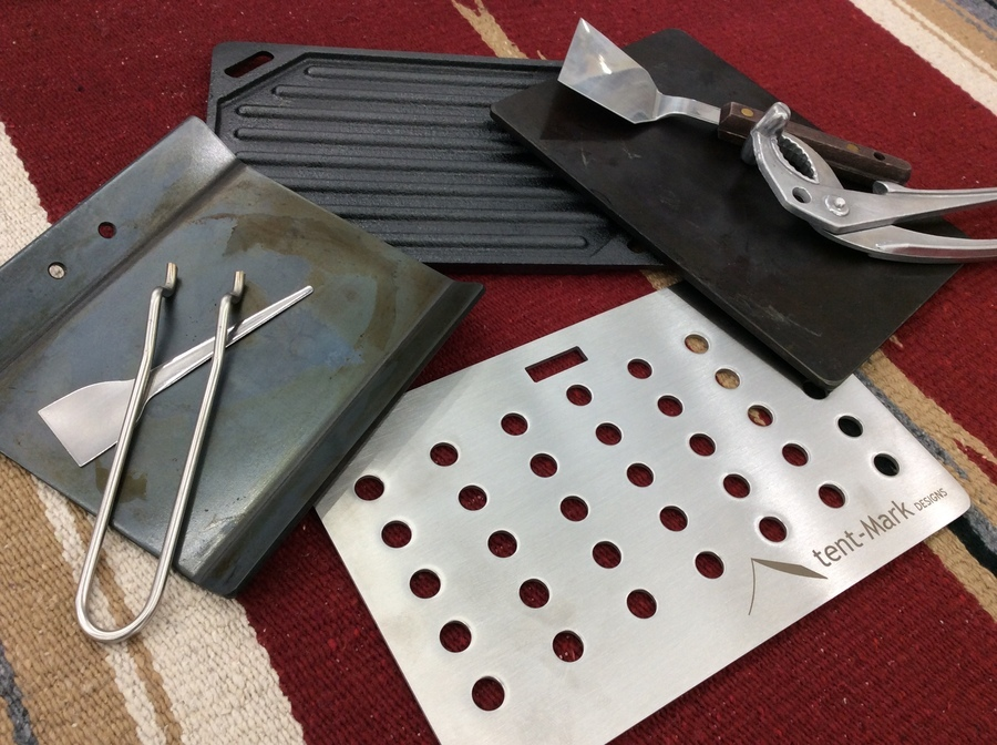 ソロキャン必須アイテムの鉄板大量入荷。