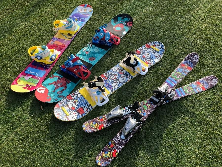 キッズ・ジュニア用スキー・スノーボードの在庫をご紹介!季節外でも買取ります!!
