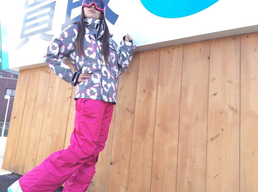 「シーズンスポーツのスキー用品 」