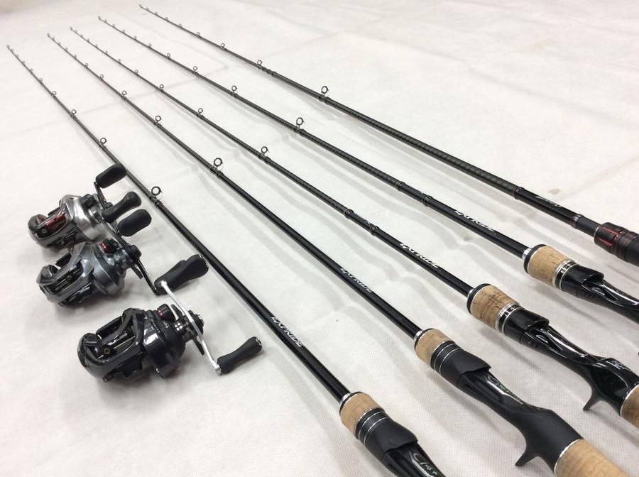 「アウトドア用品の釣り具 」