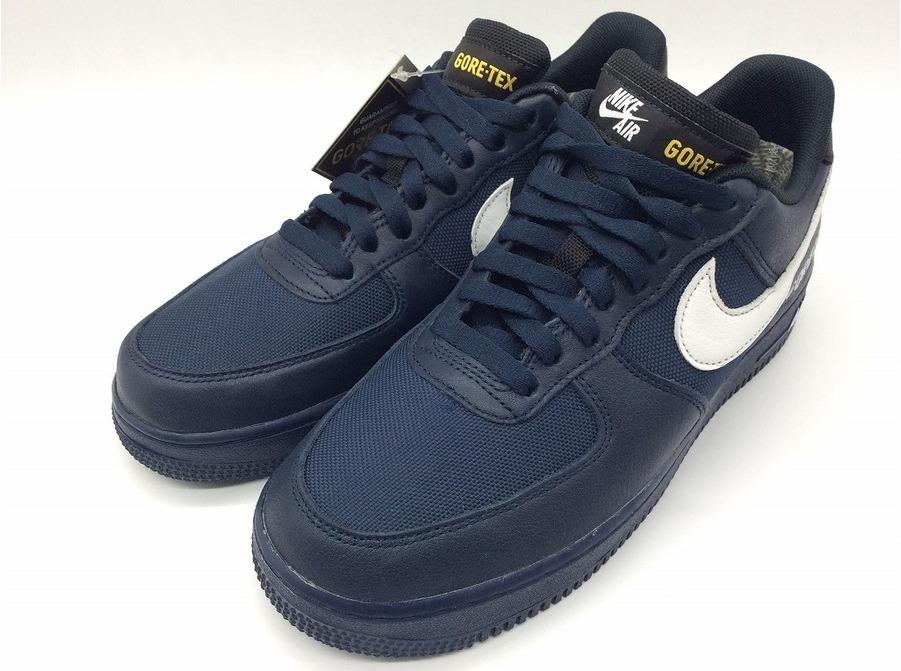 「靴のスニーカー 」