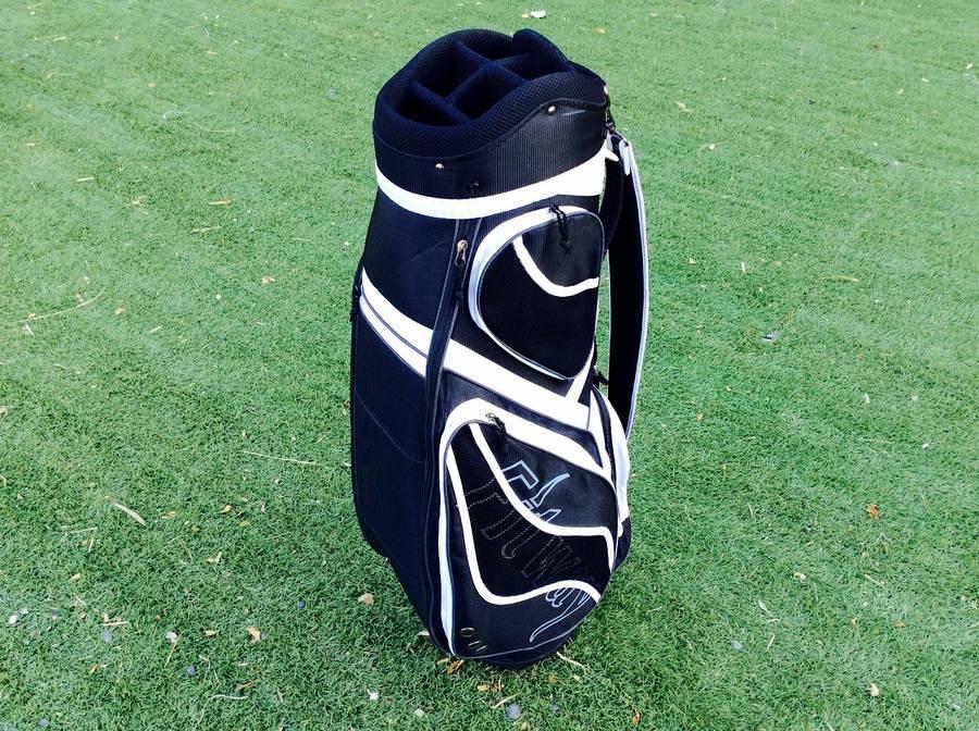 ゴルフウェアのゴルフバッグ