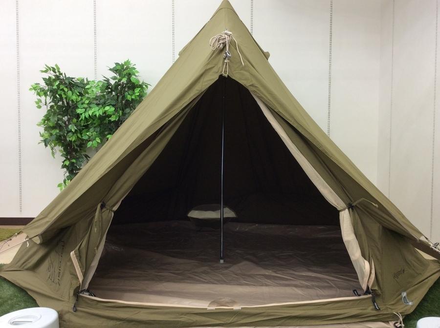 キャンプ用品のモノポールテント