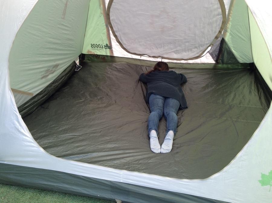 キャンプ用品のドームテント