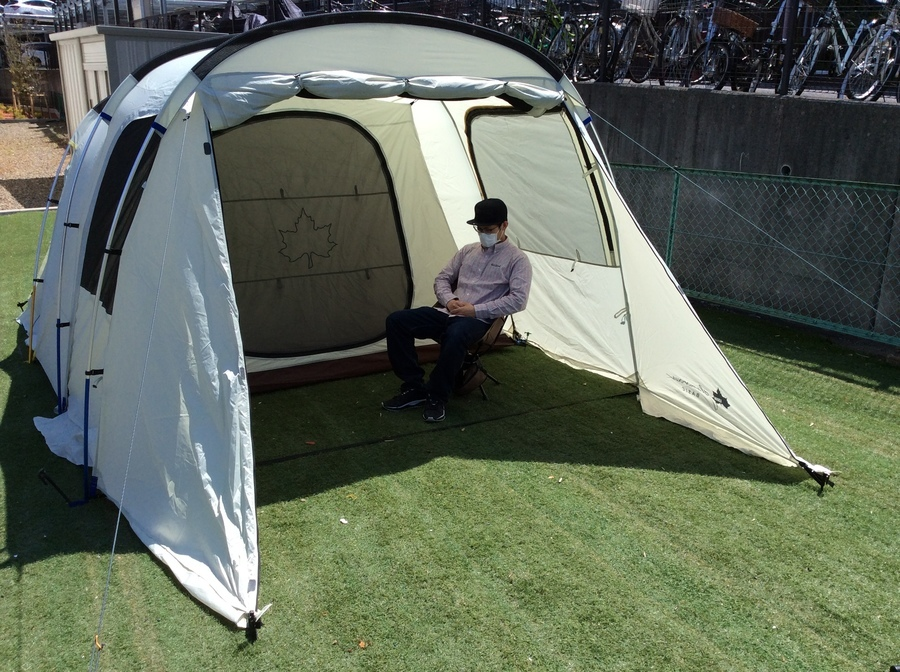 キャンプ用品のトンネル