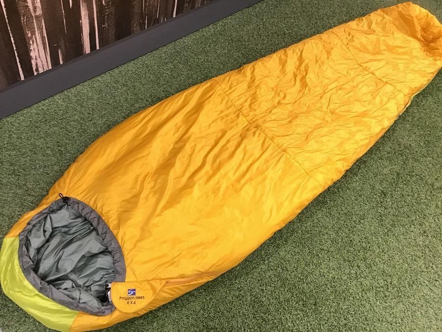 キャンプ用品の寝袋