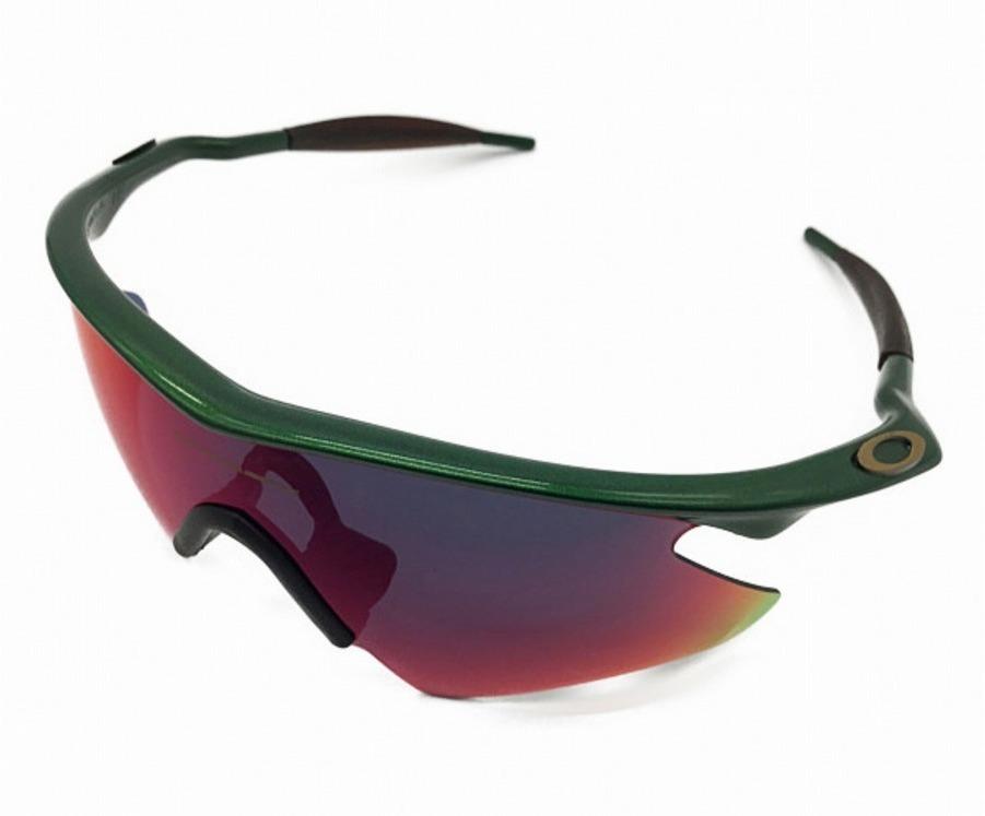 キャンプ用品のサングラス