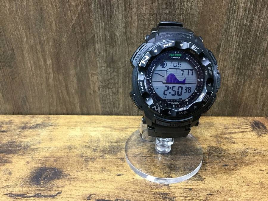 「アウトドア用品の腕時計 」