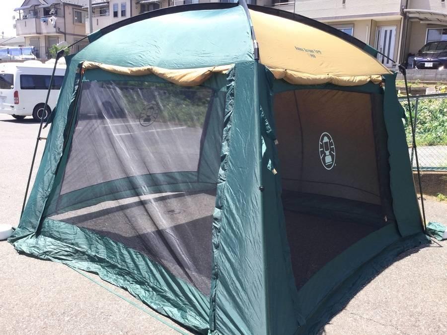 キャンプ用品のスクリーンタープ