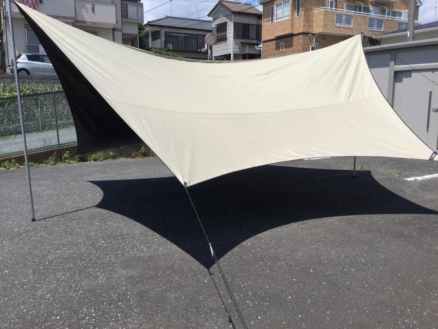 キャンプ用品のタープ