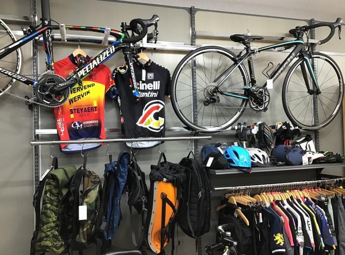 ロードバイク・クロスバイクまたサイクルウェアやヘルメットもございます。