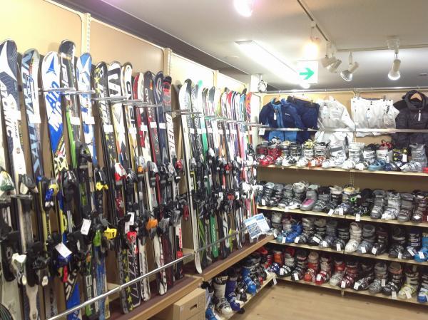 スキー、スノーボード用品は1年中買取しています!