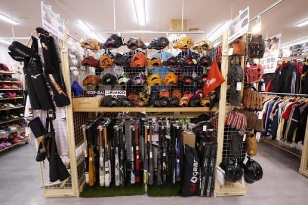 グローブ・バットなどの野球用品集まれー!草野球の道具集めやまとめ売りにご利用ください!