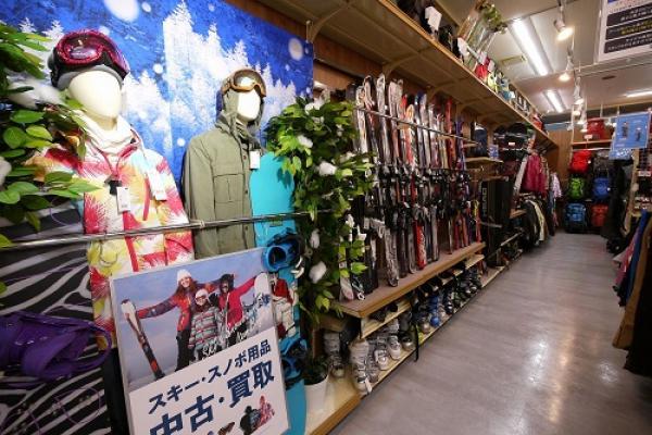 スキーやスノーボードなどのウィンタースポーツ用品は1年中お取り扱いいたします!