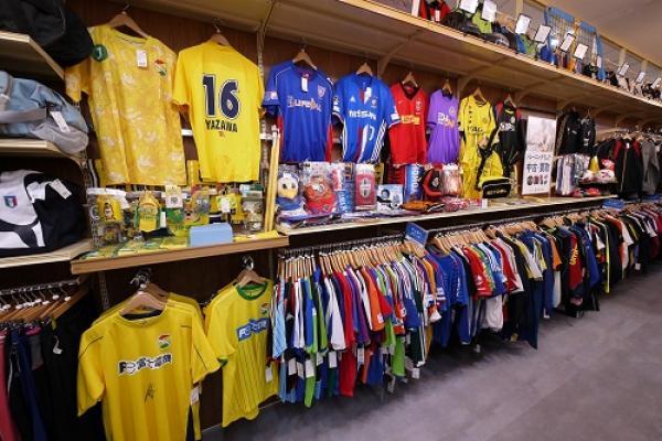 Jリーグ・日本代表・海外クラブなどサッカーユニフォームもお取り扱いしております!
