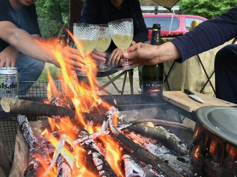 ファミリーキャンプ向け 外で食事をするための持ち物一覧とおすすめギア。BBQ、デイキャンにも。